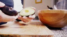 Truco para cortar el aguacate para ensalada en 5 segundos ¡Y sin ensuciarte las manos!
