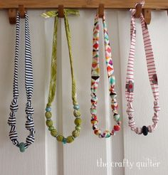 Necklaces Diy Fabric Covered Bead Necklace Tutorial @ The Crafty Quilter Textile Jewelry, Fabric Jewelry, Diy Jewelry, Jewelry Making, Jewlery, Fabric Necklace, Diy Necklace, Necklace Ideas, Pearl Necklace