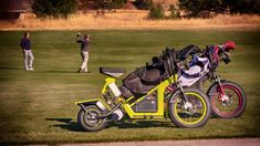 Finn Scooters by Sun Mountain Sports For The Best In Golf (For all your golfing neads} Golf Push Cart, Golf Carts, Golf Basics, Ladies Golf Bags, Golf Apparel, Cafe Racer Motorcycle, Golf Accessories, Golf Fashion, Play Golf