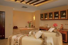 Secrets Marquis Los Cabos - The spa's relaxing couples treatment room features a Jacuzzi.