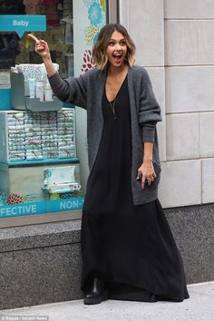 Jessica Alba goes shopping in trendy wide-legged trousers in NYC : Quite animated: The mother of two goofed around while outside the shop; the looker managed to change into another outfit, this one a long black dress with a grey cardigan Jessica Alba Dress, Jessica Alba Style, Jessica Alba Casual, Types Of Dresses, Nice Dresses, Casual Dresses, Dark Noir, Black Dress Outfits, Oufits Casual