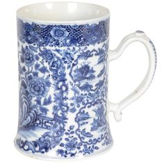 Chinese Export blue and white tankard | From a unique collection of antique and modern porcelain at https://www.1stdibs.com/furniture/dining-entertaining/porcelain/ PLACE OF ORIGIN:China DATE OF MANUFACTURE:Ca 1800 PERIOD:19th Century