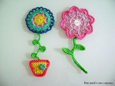Maggio è un mese carico di colori, di vita ed è anche il mese dei fiori… E il bello dei fiori all'uncinetto è che si possono utilizzare in tantissimi modi: per abbellire delle borse, cr…