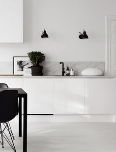 Kitchen marble white black