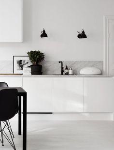 Kitchen marble white black