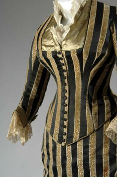 Dress (Evening), ca. Silk satin and cut velvet, lace, silk thread tassels and fringe. Chicago History Museum :: Costume and Textile Collection 1880s Fashion, Steampunk Fashion, Victorian Fashion, Vintage Fashion, Steampunk Clothing, Belle Epoque, Drag Clothing, Silk Satin, Lace Silk