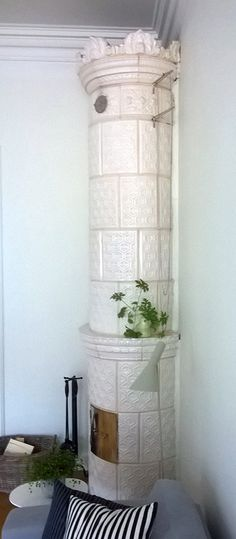 This model is from at the end of the century. Stoves, Ladder Decor, 19th Century, Bookcase, Tile, Decoration, Model, Handmade, Home Decor
