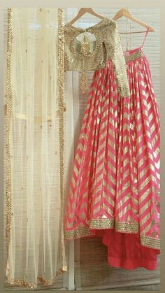 Want to flaunt your traditional looks? Check out these trending but traditional Gota Patti Lehenga Designs for Weddings. Indian Fashion Dresses, Indian Bridal Outfits, Indian Gowns Dresses, Dress Indian Style, Indian Designer Outfits, Pakistani Dresses, Indian Party Wear, Pakistani Bridal, Fashion Outfits