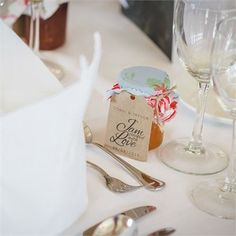 Conni and Trevor gave guests jars of jam with cute luggage tags #hitchedrealwedding