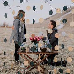 Sei que existem diversos planos para o feriado, mas eu só consigo pensar em um: será que alguém vai ficar noiva por aqui? ❤ Que sejam dias de muita alegria, declarações de amor e momentos românticos a dois! - 🇨🇦 All I want for the weekend; many romantic proposals just like that! Hope everyone have a full of love days! {: @jordy_b.photo} #berriesandlove #onamorocomeçanocasamento #pedidodecasamento #weddingproposal