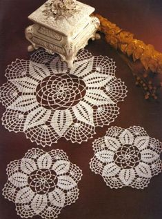la boutique delluncinetto e ancora Crochet Doily Diagram, Filet Crochet Charts, Crochet Lace Edging, Crochet Mandala, Crochet Flowers, Cotton Crochet Patterns, Crochet Placemats, Crochet Sunflower, Crochet Dollies