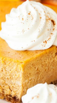 I love pumpkin and I love cheesecake, which makes this easy pumpkin cheesecake recipe one of my favorite desserts of all time! Pumpkin Cheesecake Recipes, Cheesecake Desserts, Thanksgiving Recipes, Fall Recipes, Drink Recipes, Mugcake Recipe, Pumpkin Dessert, Savoury Cake, Clean Eating Snacks