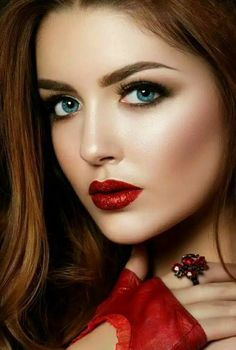 The Perfect Red Lipstick For All Skin Tones ideas 26 Most Beautiful Faces, Beautiful Lips, Gorgeous Women, Girl Face, Woman Face, Girls Eyes, Supergirl, Pretty Face, Red Hair