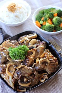 Bulalo Steak are twice cooked beef shanks first boiled then grilled then served on a sizzling plate with mushroom gravy and loads of crispy fried garlic. Filipino Dishes, Filipino Recipes, Asian Recipes, Filipino Food, Ethnic Recipes, Asian Foods, Steak Recipes, Cooking Recipes, Cooking Time