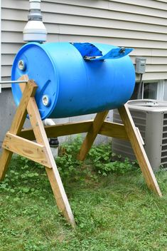 Make a Cheap DIY Compost Bin (That Actually Works) - It's a Husband Thing Making A Compost Bin, How To Make Compost, Diy Compost Bin, Compost Barrel, Garden Compost, Baril Compost, Compost Bin Tumbler, Composting At Home, Composting Process