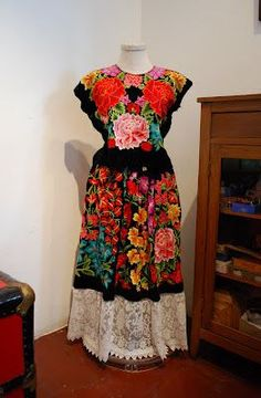 """""""Appearances Can Be Deceiving"""" Exhibit Displays Frida Kahlo's Wardrobe"""