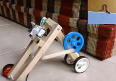 #Robot Gusano - How To | #Robótica Educativa Wooden Toys, Robot, Wooden Toy Plans, Wood Toys, Woodworking Toys, Robots