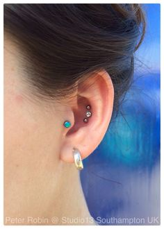 Really love this triple conch piercing. Want it.
