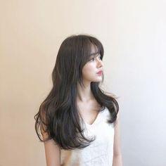 koreanhairstyles CurlsHairstyles FashionableHairstyles HairstyleTrends ShortHairstyles is part of Ulzzang hair - Korean Hairstyle Long, Korean Long Hair, Korean Hair Color, My Hairstyle, Hairstyles With Bangs, Girl Hairstyles, Korean Haircut Long, Hair Korean Style, Korean Medium Hair