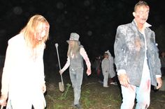 Actividades con motivo de Halloween en San Fernando en el centro ciudad y en Camposoto, donde los vecinos escenifican un divertido cementerio del terror.