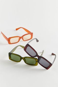 Sunglasses For Your Face Shape, Cute Sunglasses, Trending Sunglasses, Rectangle Sunglasses, Sunnies, Sunglasses Women, Where To Buy Sunglasses, Summer Sunglasses, Slippers