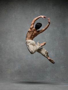 Dance photography and interviews with the leading dancers - both ballet and modern dance. Photographers Deborah Ory and Ken Browar. Male Ballet Dancers, Dancers Body, Dance Project, City Ballet, Ballet Nyc, Royal Ballet, Kunst Online, Poses References, Dance Movement