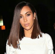 Kim kardashian blunt shoulder length cut more kim kardashian cabelo, kim ka Pretty Hairstyles, Bob Hairstyles, Kim Kardashian Cabelo, Hair Inspo, Hair Inspiration, Hair Colorful, Blunt Hair, Robes Vintage, Big Chop
