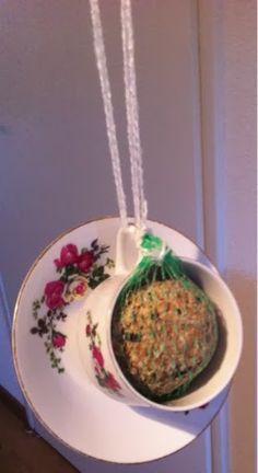 High tea, vogelvoer, vogels, vetbollen, theekopje
