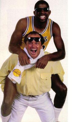 Jack Nicholson giving Magic Johnson a piggy-back ride, 1986 I Love Basketball, Basketball Pictures, Basketball Legends, Basketball Players, College Basketball, Basketball History, Nba Players, Jean Reno, Jack Nicholson