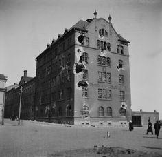 Helsingin valtaus 1918. Timiriasew Ivan 1.4.1918–30.4.1918. Helsingin kaupunginmuseo. Borgströmin tupakkatehdas saksalaisten pommituksen jälkeen. -- negatiivi, nitraatti, mv - Finna
