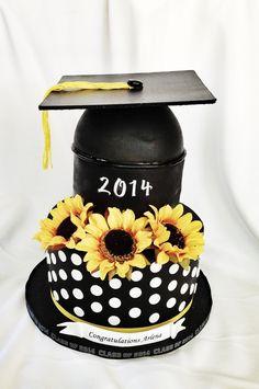 Sunflower grad cake