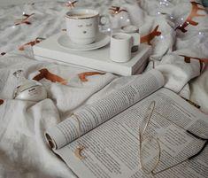 ☕️ Kawa czy herbata? ☕️ #Luty! Niech to będzie dobry miesiąc 🍀 Ps. Najwyższy czas schować wszystkie ozdoby świąteczne. Bez wyjątku i… Luty, Napkin Rings, Napkins, Coffee, Home Decor, Kaffee, Decoration Home, Towels, Room Decor