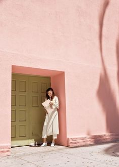 Colour ideas and inspiration. This pink wall and olive green doors are to die for.