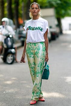 10 summery outfits to copy straight from Couture Fashion Week - - The best street style from Couture Fashion Week autumn/winter 2019 – Street style inspiration Source by Best Street Style, Looks Street Style, Street Style Trends, Cool Street Fashion, Street Style Around The World, Autumn Street Style, Fashion Week, Look Fashion, Korean Fashion