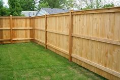 Benefits Of Using Cedar Wood For Construction Of Fences - Zaun Cedar Wood Fence, Wood Fence Gates, Wood Privacy Fence, Wood Fence Design, Privacy Fence Designs, Diy Fence, Backyard Fences, Wooden Fence, Backyard Landscaping