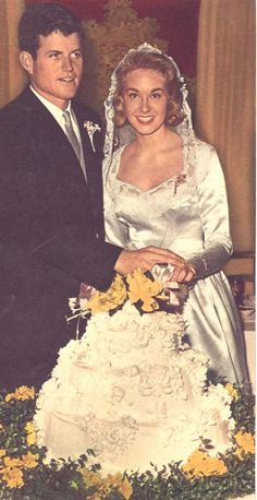 EVGENIA GL TED KENNEDY The bridal couple cut their iced wedding cake. Kennedy is wearing a clover-shaped pin ~ a gift from her husband that had belonged to Rose Kennedy. Celebrity Wedding Photos, Celebrity Couples, Celebrity Weddings, Les Kennedy, Ethel Kennedy, Jackie Kennedy, Wedding Gowns, Wedding Day, Celebrities Then And Now