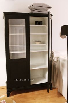 Seidenfeins dekoblog diy eine alte ikea vitrine - Ikea vitrine schwarz ...