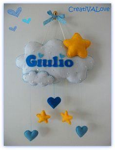 Nuvoletta con cuori e stelle per il piccolo Giulio. Fiocco nascita in pannolenci/feltro. Handmade Felt Creations by Creativalove.