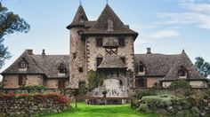 Chateau de Vixouze Monuments, Beautiful Buildings, Beautiful Homes, Amazing Architecture, Architecture Design, Places Around The World, Around The Worlds, French Castles, Castle House