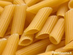 Pasta Party game: Balance Pasta With Chopstick – A fun one minute party game for kids and adults where they need to pick maximum penne pasta with chopstick in one minute. One Minute Party Games, Fun Party Games, Party Ideas, Ladies Kitty Party Games, Kitty Games, New Year's Games, Games For Kids, Group Games, Diwali Games