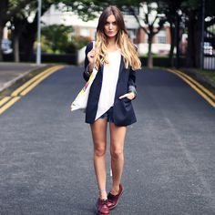 c7772b1f0a18 21 Stylish Ways To Wear A Plain White T Shirt This Summer .in lovee  )