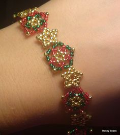 Beaded Star Bracelet/Necklace Christmas set Beading Tutorial by (Photo tutorial) Beaded Jewelry, Handmade Jewelry, Jewelry Necklaces, Bracelets, Beaded Bracelet, Jewelery, Beading Projects, Beading Tutorials, Beading Ideas
