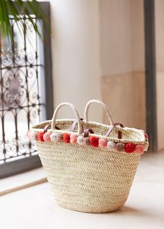 I wonder if I could make this? Color Type, Parisian Chic Style, Chanel Tote, Art Bag, Straw Tote, Craft Bags, Basket Bag, Boho Diy, Summer Bags