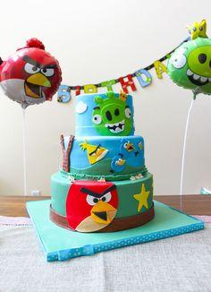 gâteau d'anniversaire bébé sur le thème d'Angry Birds