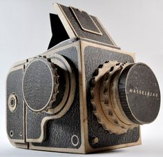 Pinhole Hasselblad by Kelly Angood. Screen-printed corrugated cardboard Hasselblad designed to function as a pinhole camera and accept 120 film. Cardboard Camera, Paper Camera, Diy Cardboard, Cardboard Sculpture, Pinhole Camera, Box Camera, Video Camera, Old Cameras, Vintage Cameras
