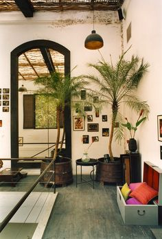 Good Earth Raghuvanshi Mills Mumbai Pinned By The Tiger S Armoire Luxury Goods For Adorning Home
