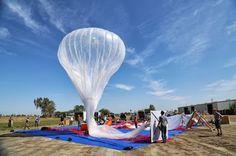 O Projeto Loon tem como propósito permitir o acesso a serviços online em regiões remotas, oferecendo transmissão de sinais de internet de alta velocidade a partir de grupos de balões que sobrevoam a Terra.