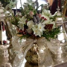 Paperwhites, Leucadendron, silver brunia, snapdragons winter greens and white roses. #alisonbuckfloraldesign