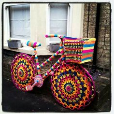 Yarn Bombed a Bike for Charity! Yarnbomb bike via Lampert Lampert Lampert Lampert holke (knithacker)Yarnbomb bike via Lampert Lampert Lampert Lampert holke (knithacker) Art Au Crochet, Knit Art, Freeform Crochet, Knit Crochet, Yarn Bombing, Guerilla Knitting, Urbane Kunst, Crochet Amigurumi, Knitting Yarn