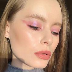 how to apply eyeshadow Eye Makeup, Gold Makeup, Hair Makeup, Beauty Make-up, Beauty Hacks, Hair Beauty, Natural Glow, Natural Makeup, Eyeshadow Looks